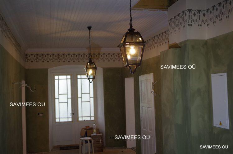 Valmiv koridor-taastatud maalingud. Seinad krohvitud lubikrohviga, pahteldatud lubipahtliga, värvitud lubivärviga.